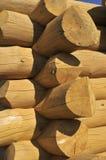 A madeira construiu a parede de uma cabine rural do estilo velho Foto de Stock Royalty Free