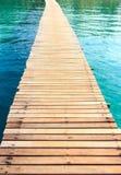 A madeira da ponte no mar Foto de Stock Royalty Free