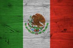 Madeira de carvalho velha pintada da bandeira nacional de México imagem de stock