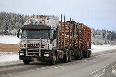 Madeira de registro dos transportes do caminhão de Iveco Trakker 500 Fotos de Stock