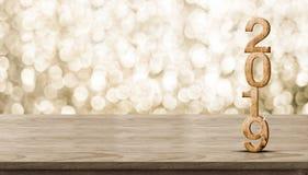 Madeira do ano novo feliz 2019 com a estrela efervescente na tabela de madeira marrom imagem de stock royalty free