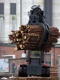 Madeira do carregamento do caminhão Imagem de Stock Royalty Free