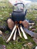 A madeira do fogo da pastagem de Tibet faz o chá fotos de stock royalty free
