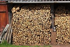Madeira do incêndio em um woodpile Fotos de Stock Royalty Free