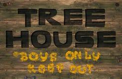 Madeira do sinal da casa na árvore Fotografia de Stock Royalty Free