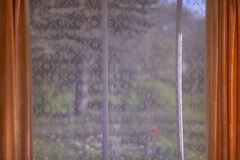 Madeira do verão da janela imagens de stock royalty free