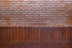 Madeira e tijolo Imagens de Stock