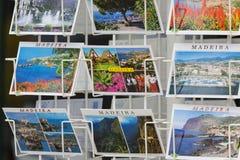 MADEIRA - 25. JUNI: Bunte Madeira-Postkarten angeboten für Verkauf Lizenzfreies Stockbild