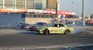 Madeira lançada à costa do carro desportivo Garage-13 na curvatura do CCM no exhi fotos de stock royalty free