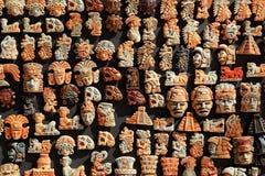 A madeira maia de México handcrafts na selva imagem de stock royalty free