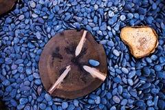 Madeira na pedra do mar Imagens de Stock Royalty Free