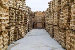 Madeira no armazém da fábrica Imagens de Stock Royalty Free