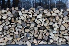 madeira ordenadamente empilhada para o bife imagens de stock