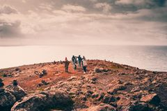 MADEIRA, PORTUGAL, am 25. Februar 2018: Wanderer genießen Meerblick in Heiliges Lourenzo-Punkt auf Madeira stockbild