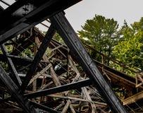 Madeira serrada de madeira da montanha russa imagem de stock royalty free