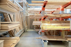 Madeira serrada para a construção fotografia de stock royalty free