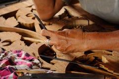 Madeira tradicional malaia que cinzela de Terengganu Imagem de Stock