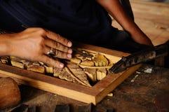 Madeira tradicional malaia que cinzela de Terengganu Fotos de Stock Royalty Free