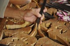 Madeira tradicional malaia que cinzela de Terengganu Imagens de Stock