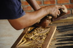 Madeira tradicional malaia que cinzela de Terengganu Imagem de Stock Royalty Free