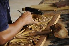 Madeira tradicional malaia que cinzela de Terengganu Fotografia de Stock Royalty Free