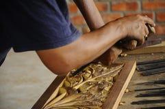 Madeira tradicional malaia que cinzela de Terengganu Fotos de Stock