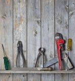 A madeira utiliza ferramentas o fundo Fotos de Stock Royalty Free