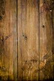 Madeira velha a um fundo da parede Fotos de Stock