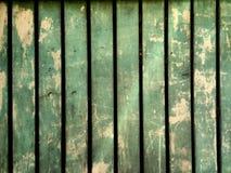 Madeira verde da parede muito antiga e usada Fotografia de Stock Royalty Free