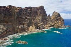 Madeiraklippa med fördämningar Royaltyfri Fotografi