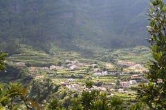 Madeiran dorp & terrasvormige aanleg Stock Afbeeldingen