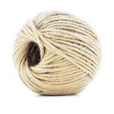 Madeja del cordón, rollo del cáñamo, bola natural aislada en el fondo blanco Imagen de archivo libre de regalías