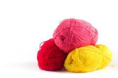 Madeja rosada y amarilla roja de las lanas Imagen de archivo