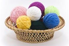 Madejas coloreadas de lanas Fotografía de archivo