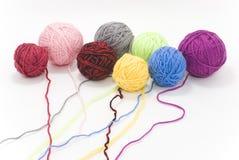 Madejas coloreadas de lanas Foto de archivo libre de regalías