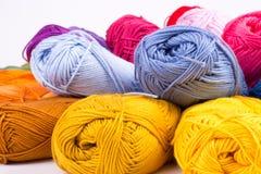 Madejas coloridas del hilado Foto de archivo
