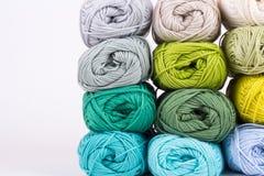 Madejas coloridas del hilado Imagen de archivo