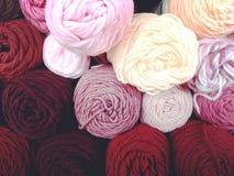 Madejas del hilado colorido de la diversión Fotos de archivo libres de regalías