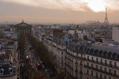 Madeleine kyrka och tak av Paris Arkivbild