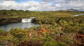 Madeleine Waterfall, Zuiden van Grande Terre, Nieuw-Caledonië stock foto's
