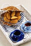 Madeleines för franska bakelser för frukost med koppen kaffe Arkivfoton