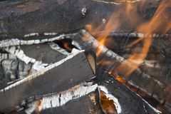 Madera ardiente foto de archivo libre de regalías