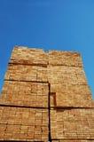 Madera de construcción empilada fotografía de archivo