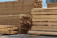 Madera de construcción, tableros y madera Foto de archivo libre de regalías
