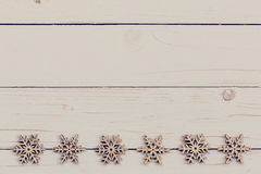 Madera de la decoración de la Navidad en de madera blanco Adorna la Navidad d Fotos de archivo libres de regalías