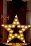Madera de la estrella con las luces ámbar calientes El momento de gloria imagen de archivo libre de regalías
