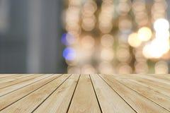 Madera de la perspectiva y fondo ligero del bokeh Imagen de archivo