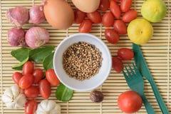 Madera de Tamato del huevo de la comida Imágenes de archivo libres de regalías