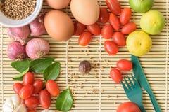 Madera de Tamato del huevo de la comida Fotografía de archivo libre de regalías