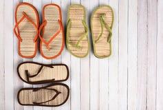 Madera del blanco de las sandalias de la playa Imagen de archivo